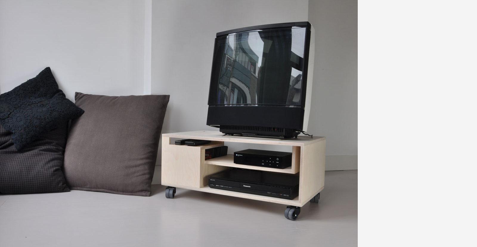 Thomas durner works klein tv meubel met perspectief for Tv meubel kleine ruimte